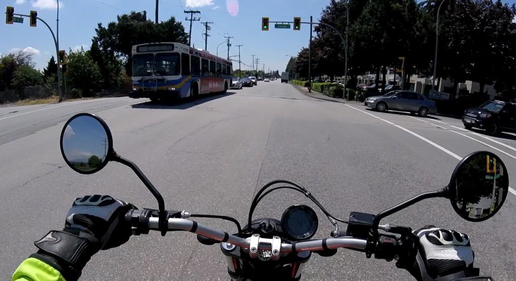 busvsmotorcycle